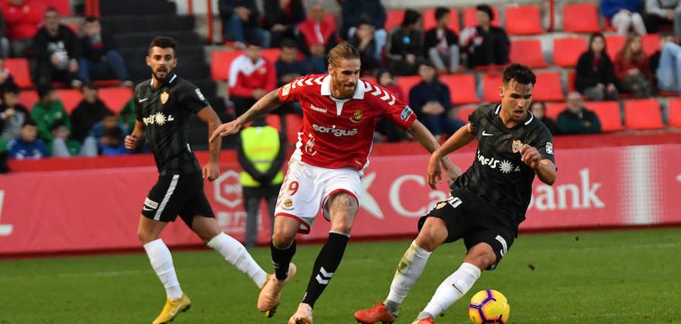 El Almería no remata la faena