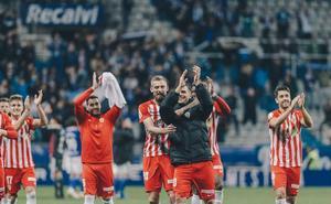 El Almería aprende a sufrir y consigue hacer sufrir al Oviedo