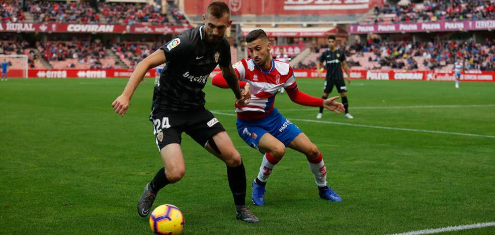 El Almería-Granada, el partido estrella de la jornada trigésima