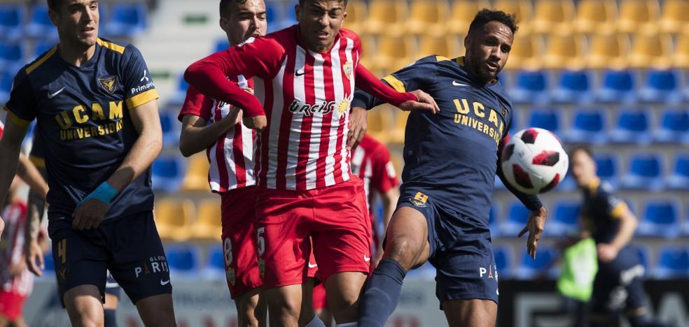 El Almería B se juega no volver al 'farolillo rojo'