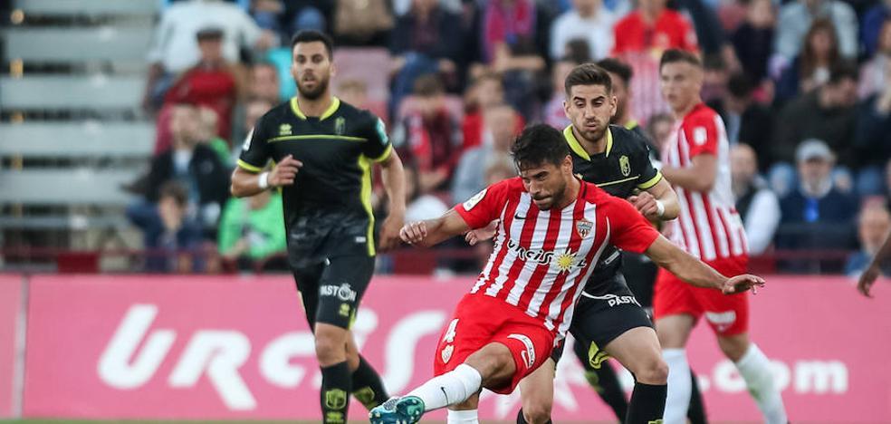 Almería y Granada empatan un partido por la ausencia de errores