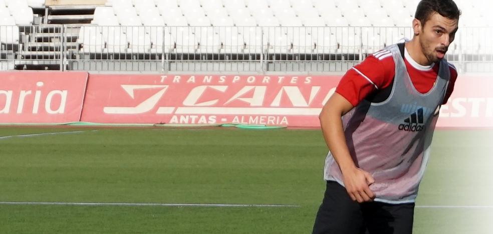 En la UD Almería, para que Gonzalo Bueno recuerde al de los seis millones y olvide el último año