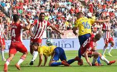 El Almería no maneja el centro del campo y pierde su primer partido