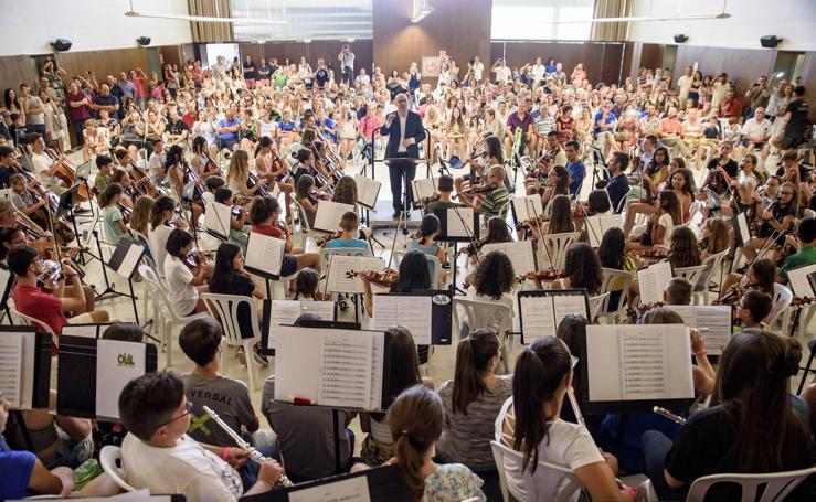 Medio millar de personas en torno a la música con la OCAL