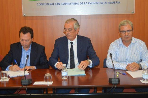La Mesa del Agua rechaza la 'guerra' abierta entre Junta y Gobierno central