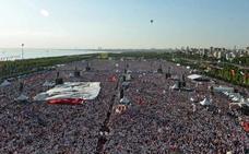 Decenas de miles de personas se manifiestan en Turquía contra Erdogan