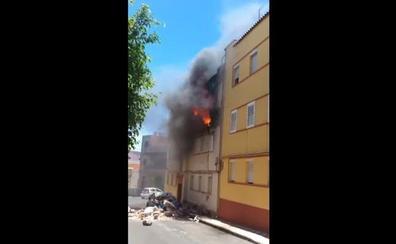 Difunden las impactantes imágenes del incendio supuestamente provocado por la mujer que falleció en él
