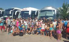 Autobuses baratos en Vegas del Genil para que los vecinos sin vacaciones puedan ir a la playa