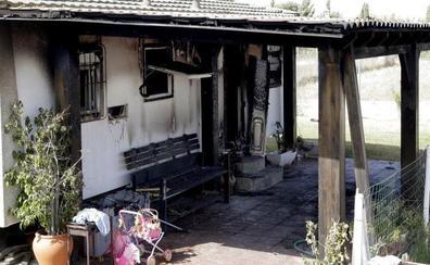 Mueren el padre, la hija y un amigo de la familia en el incendio de una casa de El Palmar