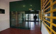Un interno de la prisión de Albolote provoca un incendio en su celda