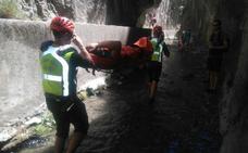 Rescatado un varón herido tras sufrir una caída en la fosa de los Cahorros Bajos en Monachil