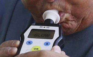 Da mordiscos, patadas y cabezazos a los policías para no hacer el control de alcoholemia