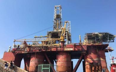 Una nueva plataforma petrolera llega al Puerto de Almería