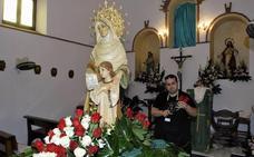 Los vecinos del pueblo alpujarreño de Haza del Trigo celebran sus fiestas patronales en honor a Santa Ana