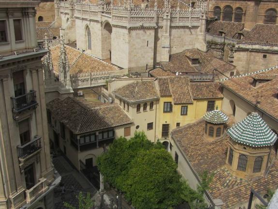 Un centenar de familias piden en el Arzobispado de Granada que les dejen mantener sus tierras