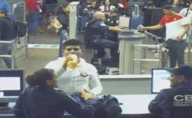 Un chico de 16 años muere en la frontera de EE.UU porque los agentes le obligaron a beber la botella que llevaba