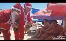 Dos leperos con mucha guasa hacen viral a Papá Noel en pleno verano