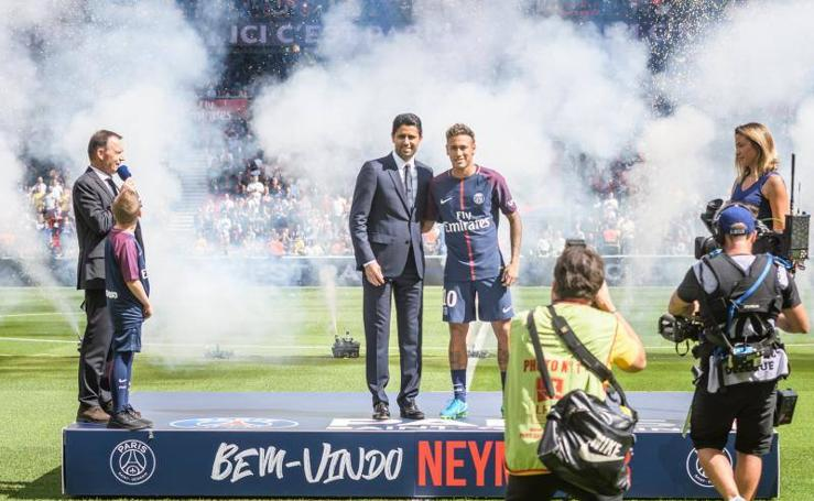 Las mejores imágenes de la presentación de Neymar con el PSG