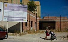 Vecinos de Loma del Royo denuncian que se han quedado sin guardería y sin centro de mayores