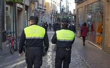 Clientes de un bar de Granada que debía estar clausurado agreden a los policías locales que lo descubrieron abierto