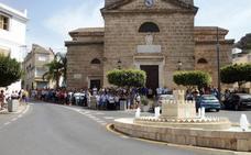 Vecinos de Vélez de Benaudalla acompañan a la familia en el velatorio de Francisco Pedrosa