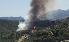 Desalojan varias casas y un restaurante por el fuego en Los Villares