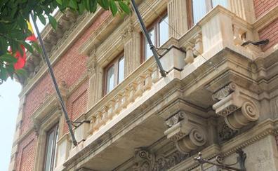 El Ayuntamiento rectifica y retirará los anclajes de los edificios protegidos