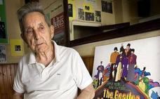 Fallece Juan Carrión, el profesor que inspiró 'Vivir es fácil con los ojos cerrados'