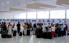 Un vuelo con destino a Almería se retrasa cinco horas