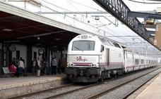 Una incidencia técnica en la línea Jaén-Sevilla causa el transbordo de dos trenes
