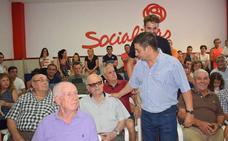 Reyes regresa a sus orígenes para mostrar que mantiene las «ganas» de sus inicios en el PSOE