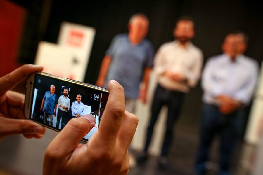 Los precandidatos para la secretaría del PSOE se presentan en un debate retransmitido en directo