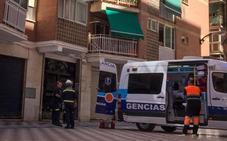 Rescatan grave a un anciano en su piso tras tres días sin comer ni beber por una caída