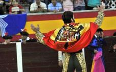 Piden retirar la medalla y la calle a Padilla por lucir una bandera franquista