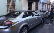 Detienen a un joven de 20 años por el incendio de los dos coches de Torredelcampo