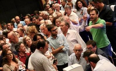 Los congresos del PP en los municipios más grandes constatan la división en el partido