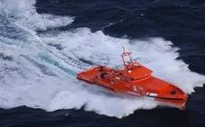 Rescatan a 31 personas de una patera localizada a 55 millas de Almería