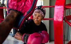 La anciana que arrasa boxeando a los 70