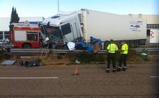 Un padre y sus dos hijos de 5 y 10 años mueren al chocar frontalmente con un camión