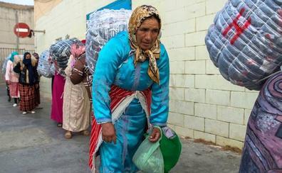 Entre Marruecos y Ceuta, la labor agotadora de las 'mujeres mulas'