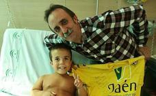 """El precioso gesto de Santi Rodríguez con """"uno de los niños más valientes"""" que conoce"""