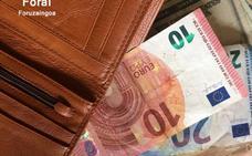 Un chico en paro devuelve una mochila con unos 5.300 euros encontrada en la calle