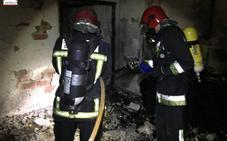 Dos muertos, nueve heridos y 40 desalojados en el incendio de una vivienda en Castellón
