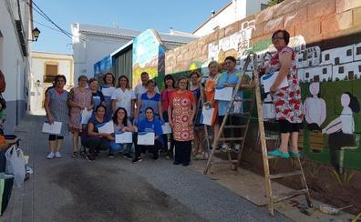 Casi un centenar de mujeres viste de color sus municipios