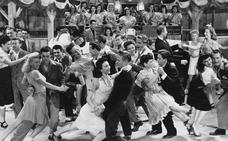 La norma que prohíbe bailar en bares llega hasta nuestros días