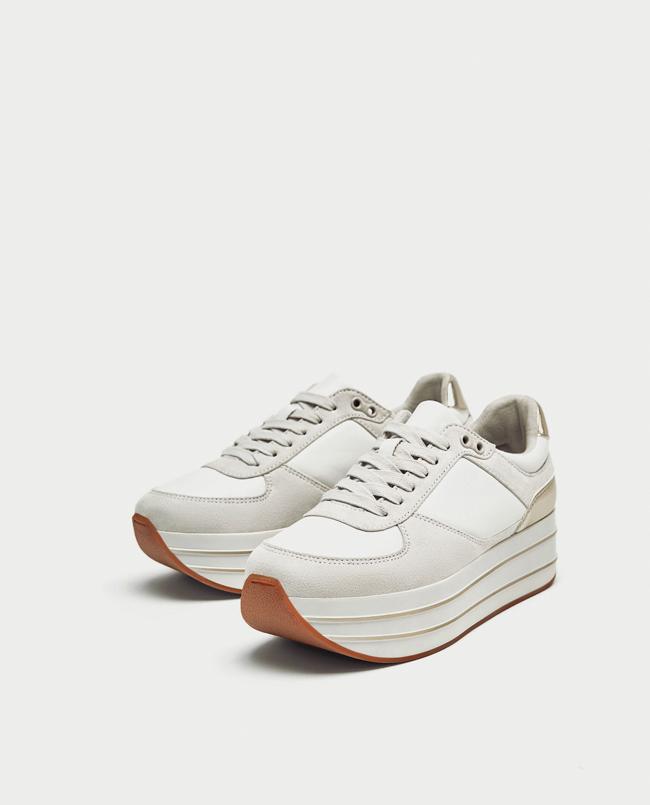 0eaa56d7 Sí, se trata de zapatillas con plataforma de espuma que están a la  vanguardia como los zapatos con lentejuelas que han sido todo un exitazo de  Zara.