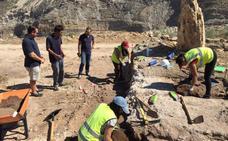 Una excavación arqueológica en Macael halla restos en una necrópolis, una vivienda y el aljibe