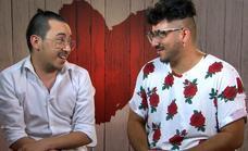 """El invitado de 'First Dates' que se confiesa """"adicto"""" a la purpurina"""
