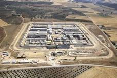 Llevan a la prisión de Archidona a los recién llegados en patera a Almería ante el colapso en los CIE