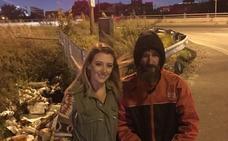 """Una chica recauda 225.000 dólares para un """"sin techo"""" que la ayudó cuando se quedó sin gasolina una noche"""